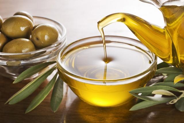 Zašto maslinovo ulje koristimo i za negu kose?