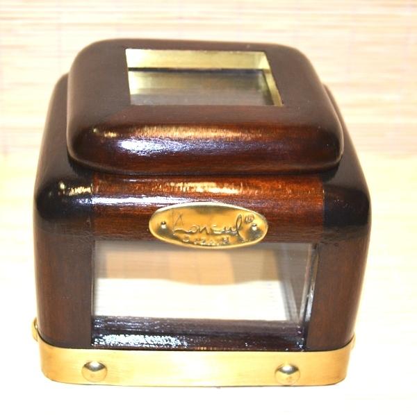 Kutija drvo & staklo sa okovima